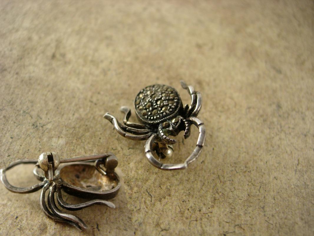 Vintage Sterling SPIDER Brooch Pendant marcasites silver pin