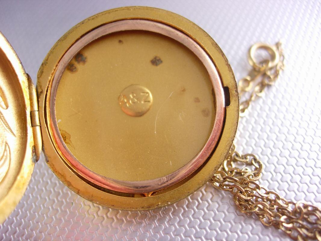 Antique 9kt GOld Nouveau MEMORIAL Locket