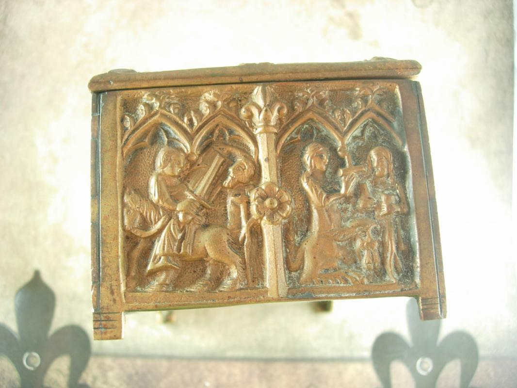 Ancient gothic furniture - Antique Reliquary Box Casket Alter Icon Church Gothic Figures Cathedral Jewel Box Christian