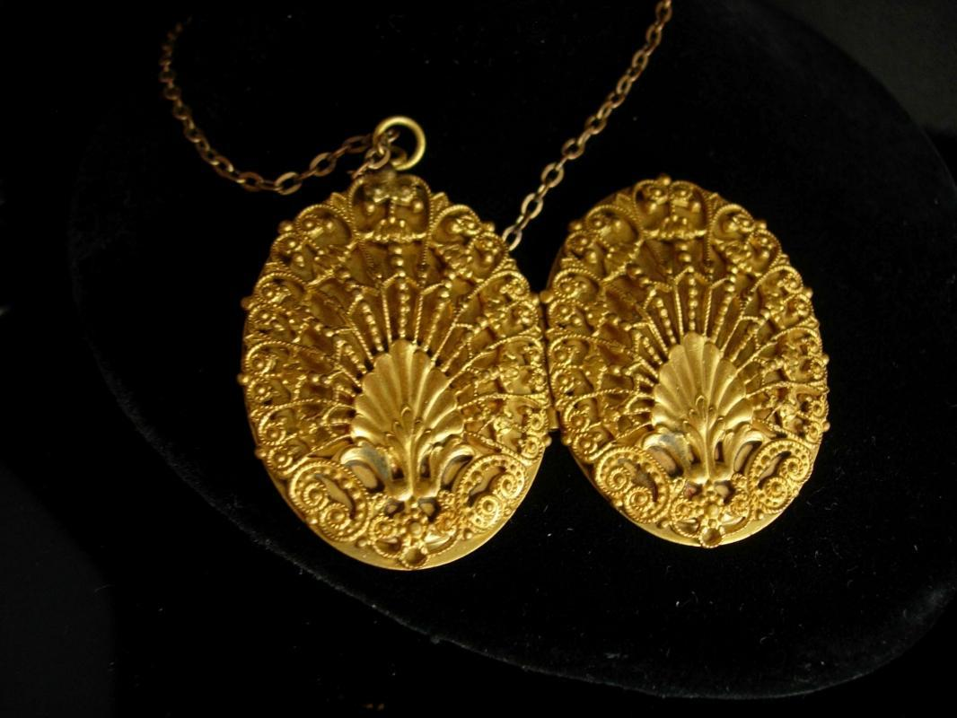Antique Locket Victorian locket fancy Filigree  large keepsake necklace Vintage photos children shell locket