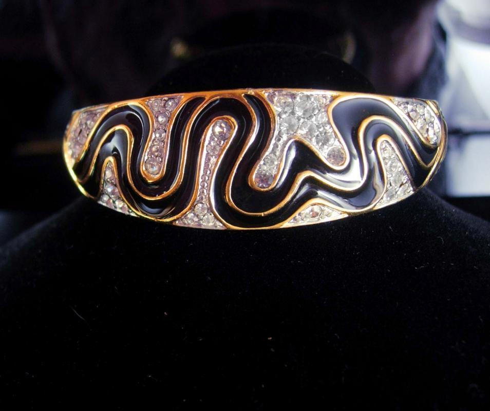 Cleopatra's delight Snake Bracelet Trifari bangle Enamel & Rhinestone hinged serpent vintage gold bracelet Egyptian Queen