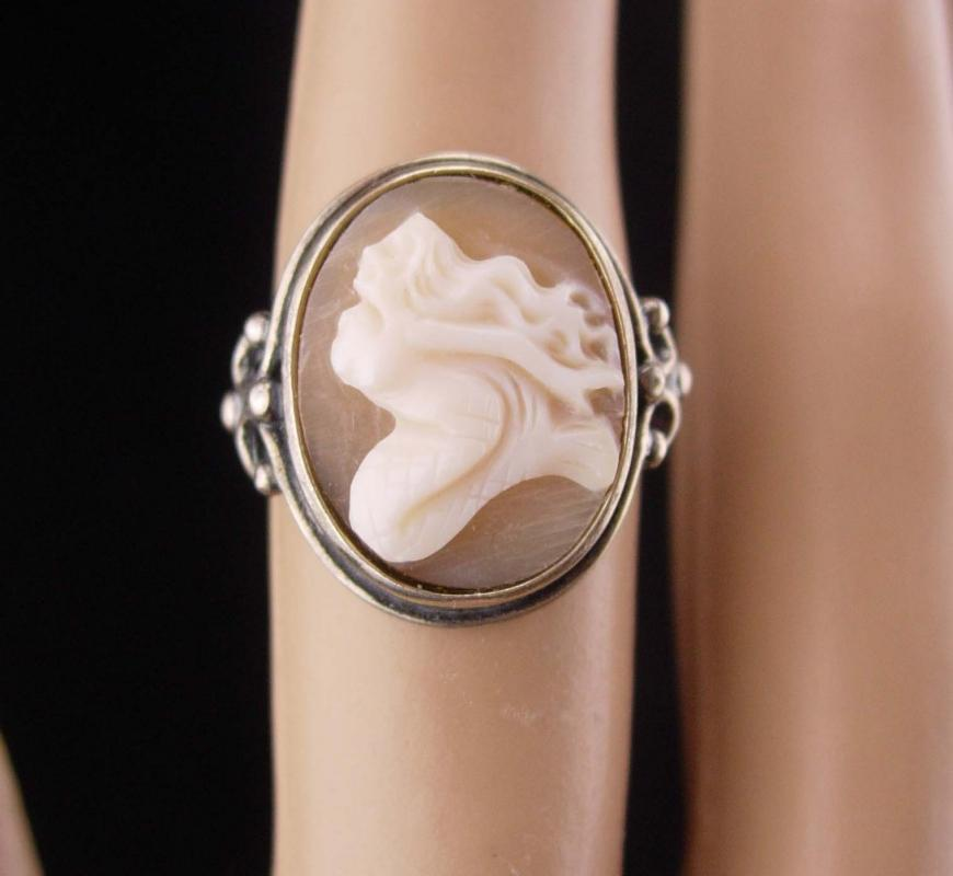 Mermaid ring / sterling cameo / Romantic carved Mermaid / Goddess ring / vintage sterling jewelry / estate jewelry / enif sterling / size 6