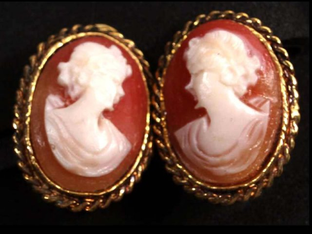 Vintage carved Shell Cameo earrings 2 different heads clipon