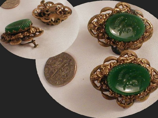 ANTIQUE Cameo Intaglio Screw oN earrings