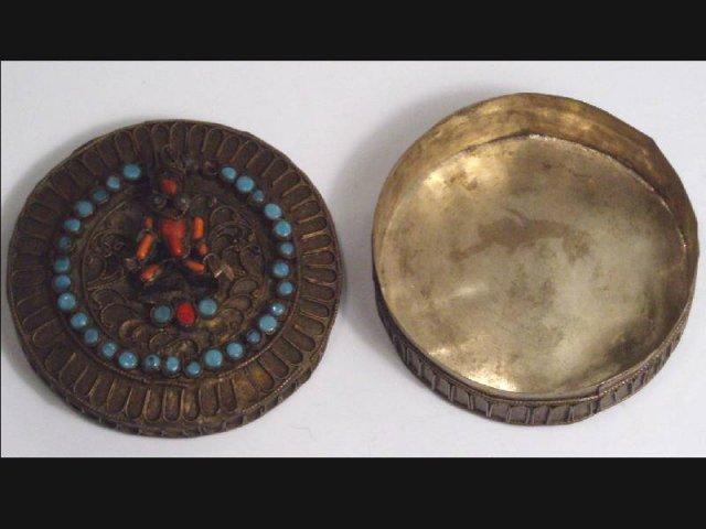 Primitive  CORAL Goddess etruscan SNUFF box