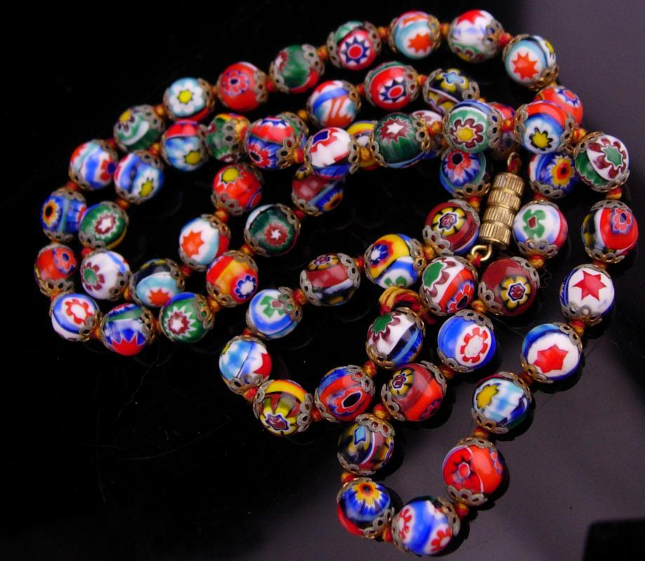 1920s millefiori necklace / vintage glass choker / Hand knotted necklace / Italian Glass  / 25