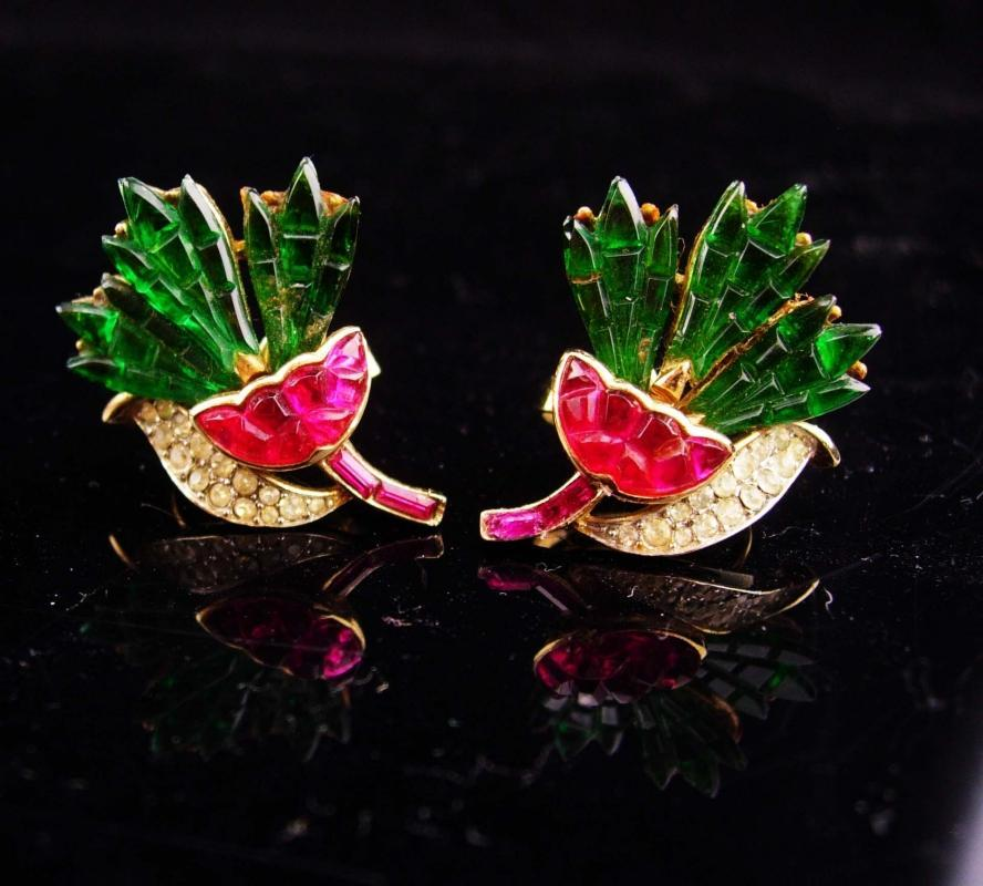 Vintage Crown Trifari Earrings / pink carnation flowers /  Alfred Philippe Invisibly clip on / Signed estate rhinestone jewelry