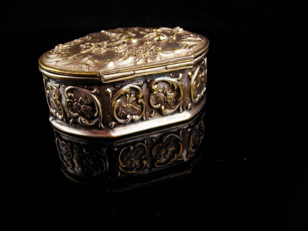 Antique Miniature box / Victorian Silver CHERUB / putti trinket box /  Snuff box / Italian renaissance / Angels wedding ring holder case