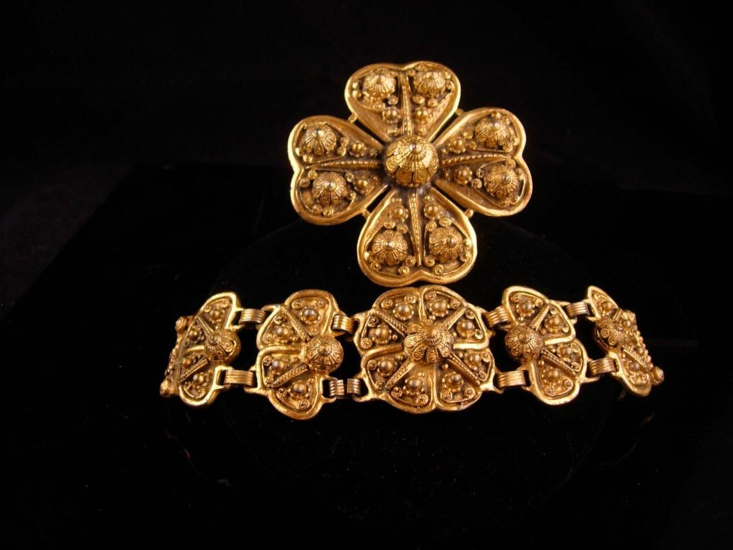 HUGE ornate ETRUSCAN set / Egyptian REvival bracelet / heavy GILT brooch / demi Parure / gold plate Bracelet BRooch / Signed etrusceana