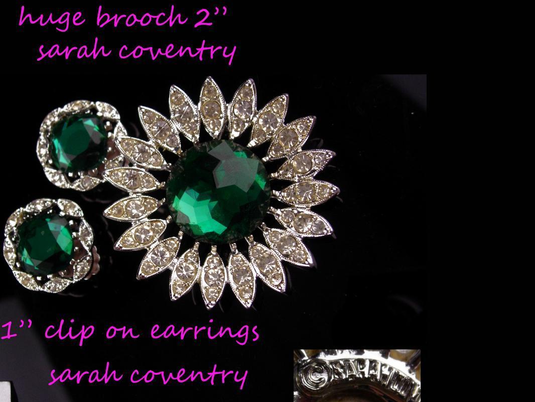 Vintage Dramatic parure - HUGE bracelet - 206 GREEN rhinestones bracelet -  starburst brooch - clip on earrings - Rhinestone drop necklace
