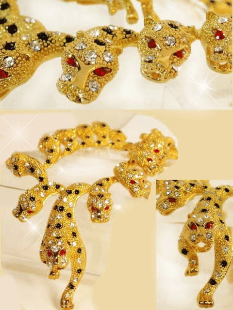 Dazzling 565 Rhinestone Figural Lion necklace