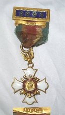 14K GOLD SPANISH AMERICAN WAR ENAMEL MEDAL The Recipient was F.B. Hart