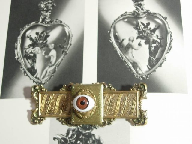 Bizarre Vintage Lovers EYE sentimental Memorial Raised relief LOCKET Sash PIn brooch