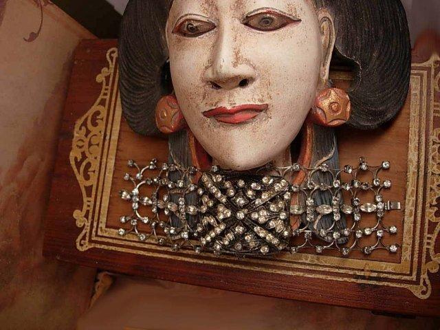 ANtique Paste Bracelet Fit for a Queen