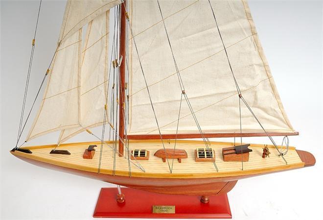 Model Yacht Shamrock Mid Section Wood Base