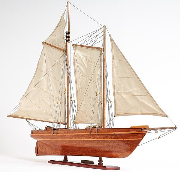 Model Yacht America Painted Clear Varnished