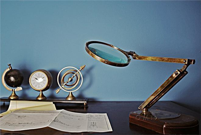 Magnifying Glass Shiny Black Brass Wooden