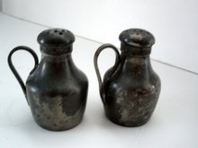 Boston Salt&Pepper 18 century Pewter Shakers