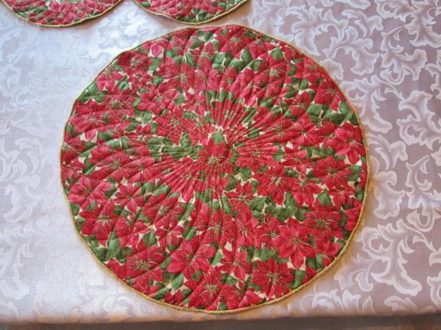 Poinsettia Place Mats & Table Runner Quilted
