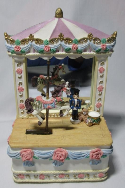 Music Box Big Top Circus w/Carousel Horse
