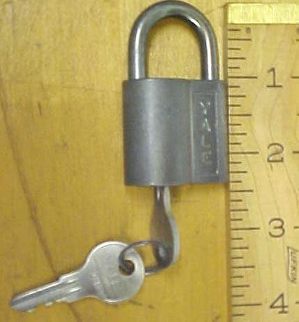Yale Padlock w/2 Keys Antique