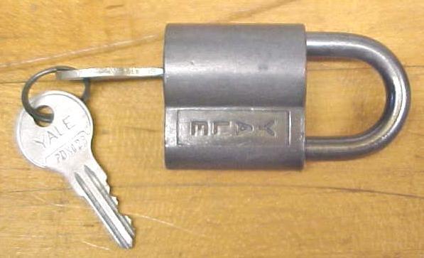 Yale Padlock w/2 Keys Antique