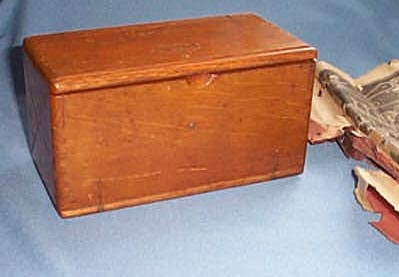 Singer finger-jointed oak box with sewing machine attachments