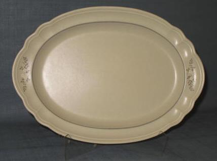 Pfaltzgraff Heirloom oval 14.5 inch platter