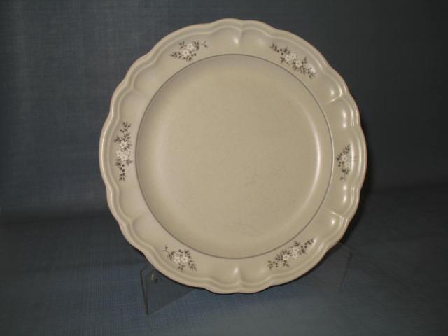 Pfaltzgraff Heirloom dinner plate