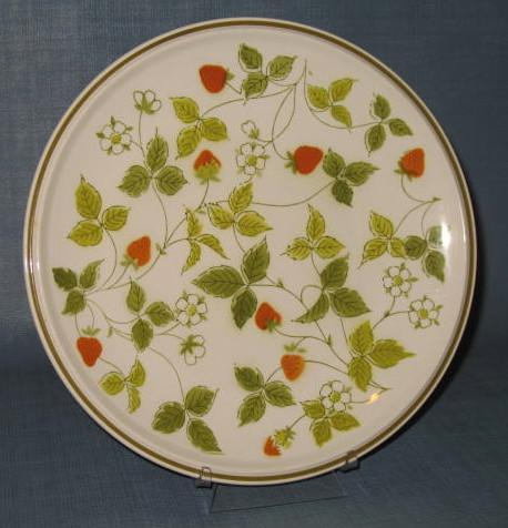 Mikasa Strawberry Hill dinner plate