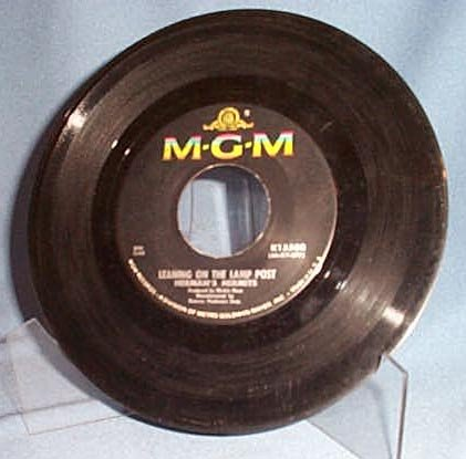 Leaning on the Lamp Post by Herman's Hermits 45 RPM