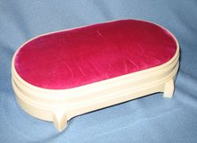 Deltah oval jewelry box