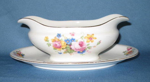 T K Thun Bohemia THU 166 gravy boat with attached underplate