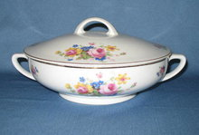 T K Thun Bohemia THU 166 round covered vegetable dish