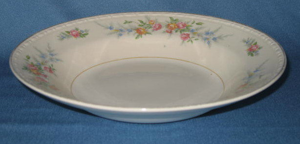 Homer Laughlin Georgian Eggshell Cashmere rimmed soup bpwl