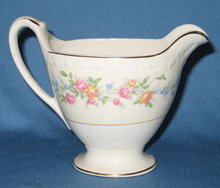 Homer Laughlin Georgian Eggshell Cashmere creamer