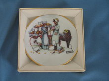 Norman Rockwell Four Seasons Miniature Plate #568: The Country Pedlar