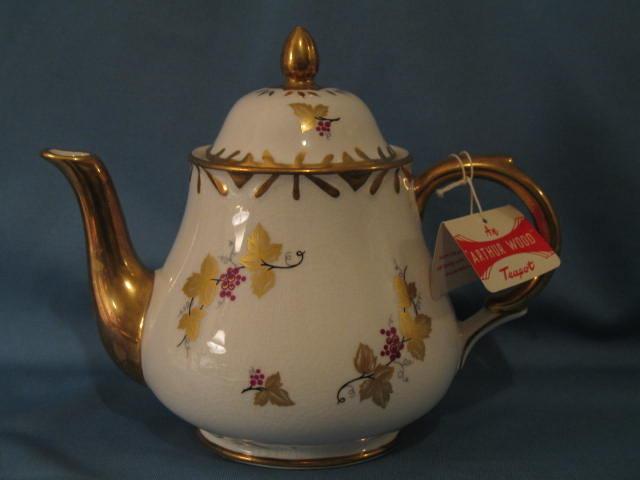 Arthur Wood lidded teapot