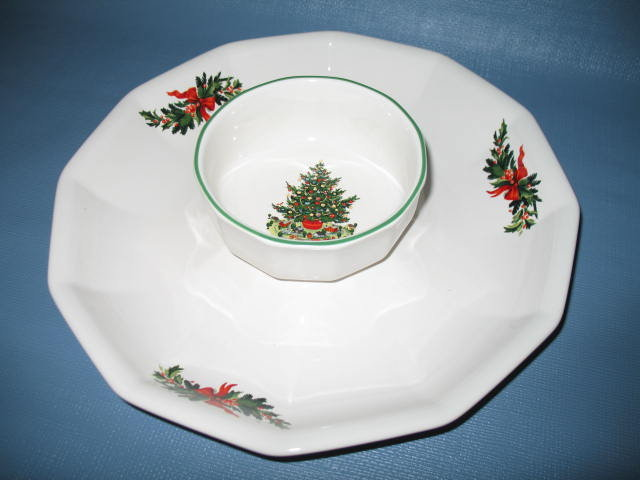 Pfaltzgraff Christmas Heritage 2 piece chip and dip tray