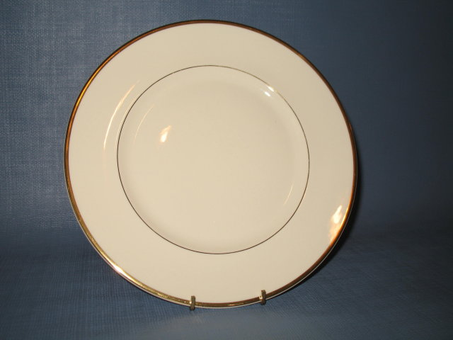 Royal Doulton Heather Albion shape dinner plate