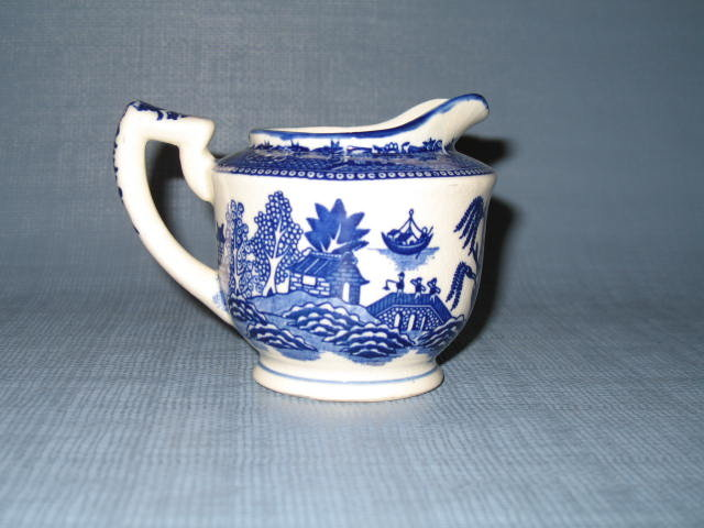 Moriyama Blue Willow creamer