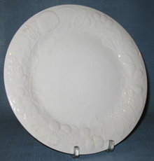 Gibson Designs Fruit dinner plate