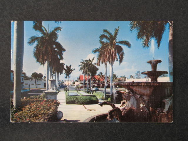 Memorial Fountain, Palm Beach, Florida postcard