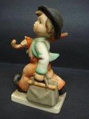 Hummel Figurine Merry Wanderer 11/0