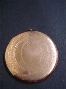 Victorian Large Locket - Round Rose Gold Top