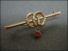 Lovely Victorian Bar Pin Double Horseshoe 9c Gold