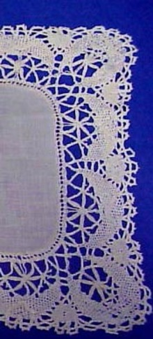 Pretty  Bobbin  Lace CENTER PIECE