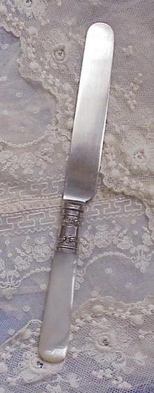 Victorian Pair Pearl Handle KNIFES