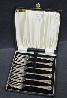 Box of Sheffield  PIE FORKS