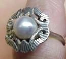 Older  LADIES SILVER & GREY PEARL RING
